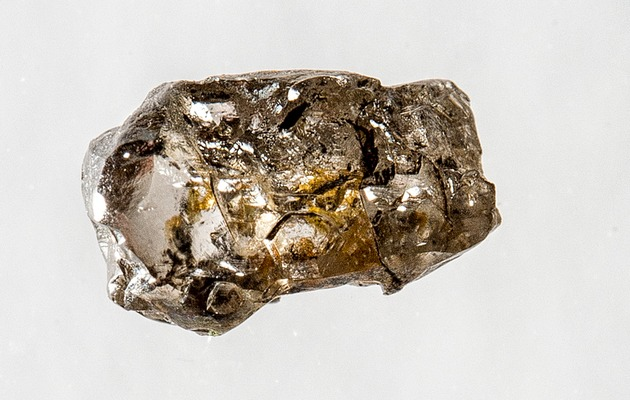 Diamond-with-ringwoodite-inclusion_w630