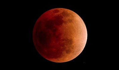 Lune-rouge-sang-Photo-AFP-NICOLAS-ASFOURI