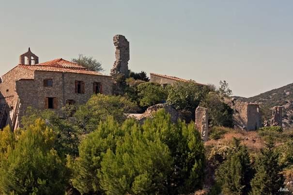 Perillos-village-abandonne-Pyrenees-Orientales
