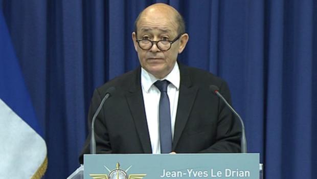 le-ministre-de-la-defense-jean-yves-le-drian-lors-d-une-conference-10841254hcpke_1713