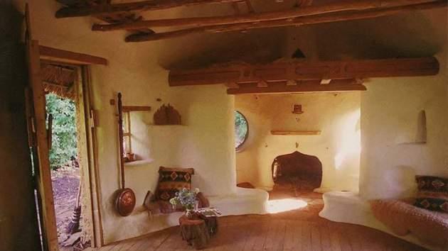 un agriculteur anglais s est construit une maison verte pour 180 euros rectifi les. Black Bedroom Furniture Sets. Home Design Ideas