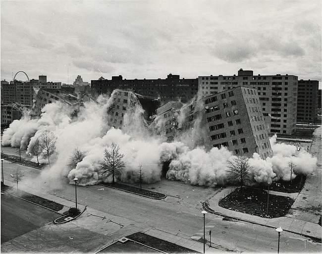 760px_Pruitt_Igoe_collapses