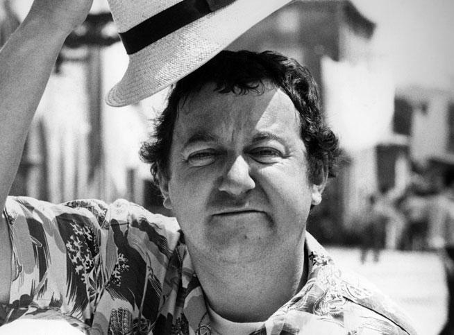 coluche1_reference_article