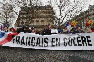banderole-de-la-manifestation-jour-de-colere-contre-le-pouvo_1440953