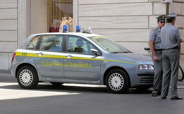 800px-guardia.di.finanza.car.arp