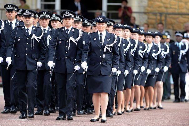 349993_les-commissaires-stagiaires-lors-de-la-ceremonie-de-bapteme-de-la-62eme-promotion-roger-wybot-le-25-juin-2012-a-l-ecole-nationale-superieure-de-la-police-a-saint-cyr-au-mont-d-or