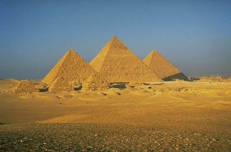 Les Pyramides 02