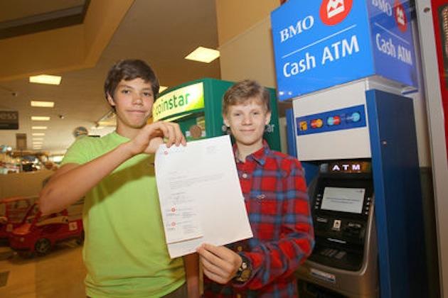 14-ans-pirate-distributeur-billets-adolescents
