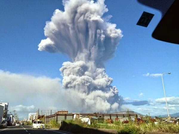 randonneur-volcan-eruption-japon-3