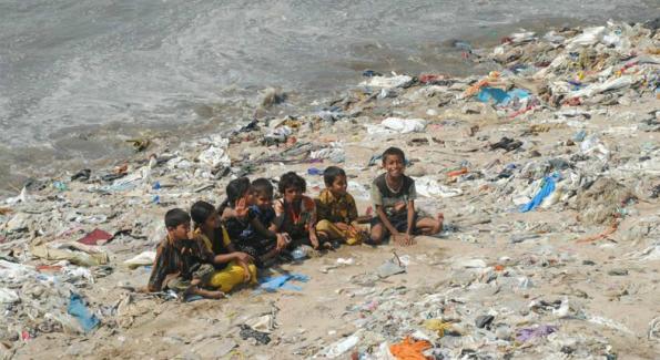 indonesie_ils_troquent_leurs_dechets_contre_des_soins_medicaux