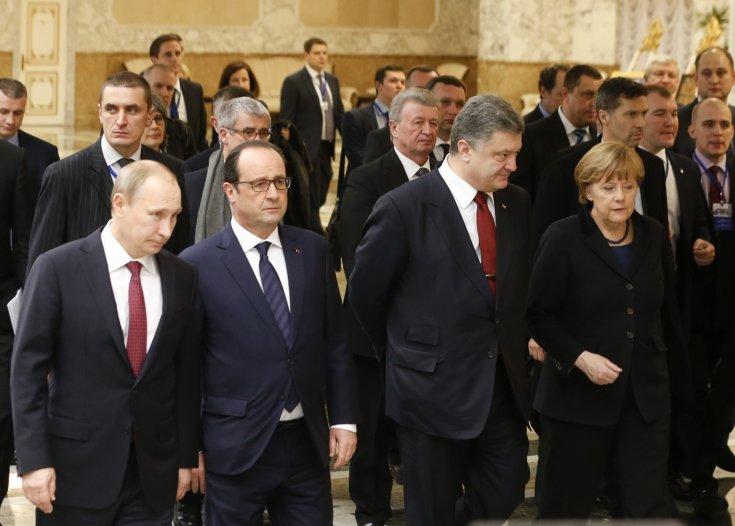 russias-president-vladimir-putin-l-front-ukraines-president-petro-poroshenko-2nd-r