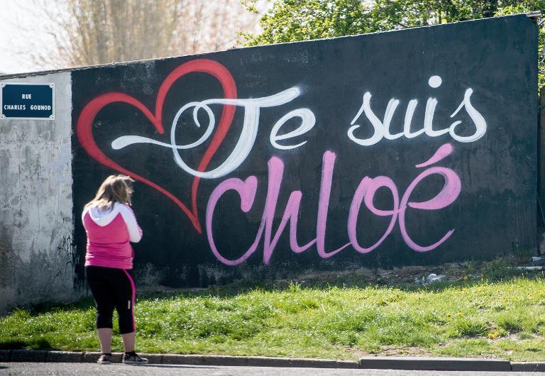 graffiti-je-suis-chloe-sur-un-mur-de-calais-alors-qu-une_1114391