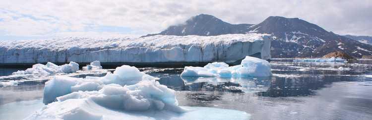 Greenland_Glaciers_outside_of_Ammassalik_(5562580093)