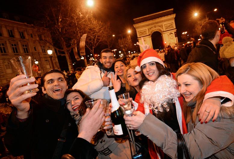 FRANCE-NEW YEAR 2014-CELEBRATING