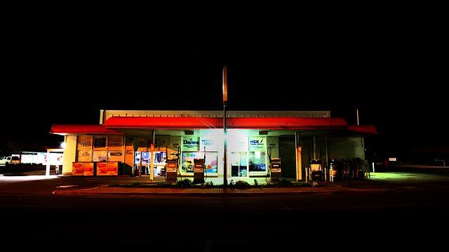 gas-station-924055_640