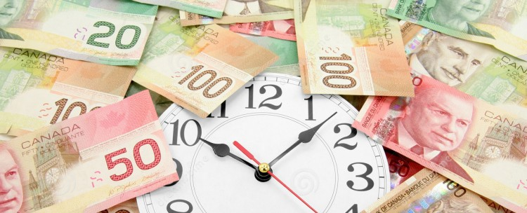 horloge-de-mur-et-dollars-canadiens-2019067